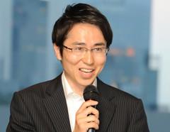 中小企業活性化に向けて決意を訴える国重氏=1日 大阪市